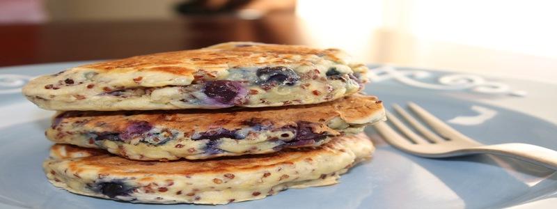 pancakes-proteinees-aux-myrtilles