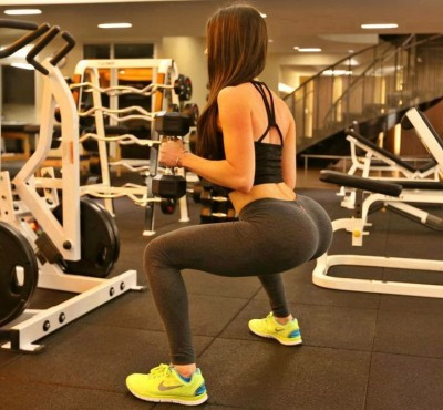 01-fitness-motivation-girls-doing-squats-jen-selter